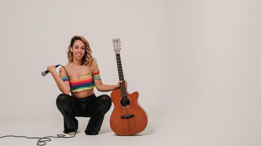 La cantautora Rocío Ruano ocupa el escenario de la Casa-Museo León y Castillo
