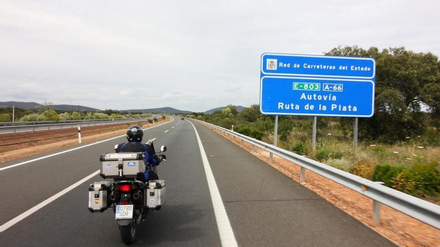 Los motoristas solicitan que siga el margen de 20 km/h en adelantamientos