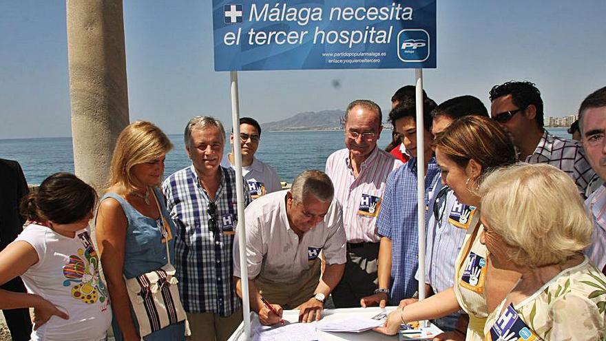 Firmas por el tercer hospital en Málaga Este del PP, 2008. | ARCINIEGA