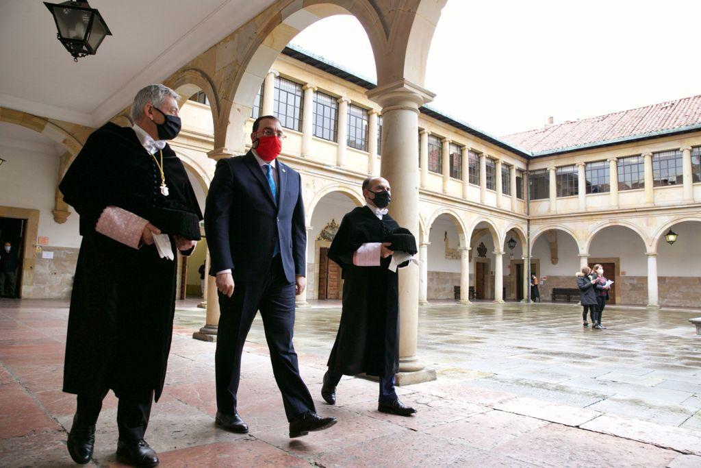 Ignacio Villaverde toma posesión como rector de la Universidad de Oviedo