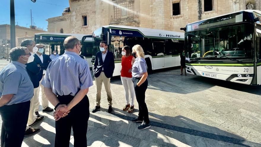 Llegan cinco nuevos autobuses híbridos a Elche y un 19% de la flota ya es eléctrica