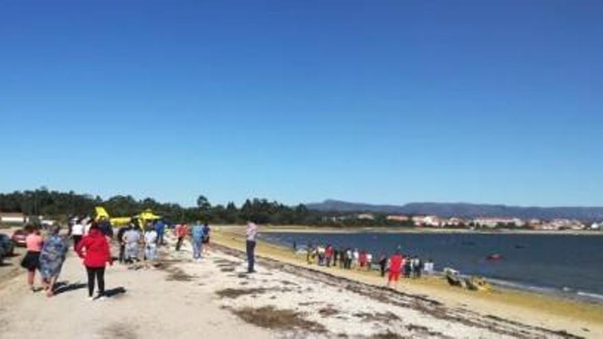 Fallece un concejal de Catoira mientras practicaba kitesurf en una playa de A Illa