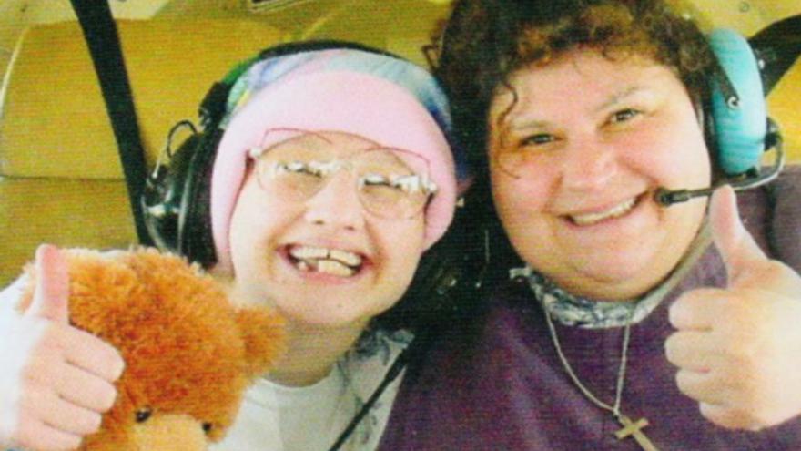 El bizarro caso de Gypsy Rose: ordenó matar a su madre, que la obligó a ir en silla de ruedas y fingir cáncer