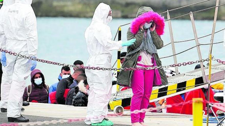Canarias sigue a Lampedusa como «limbo» para migrantes