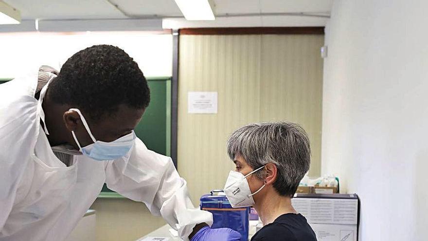 Un 5% de gironins estan vacunats amb la primera dosi d'AstraZeneca