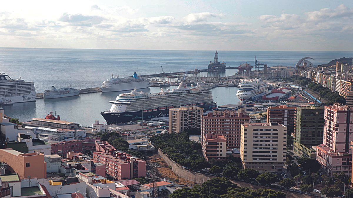 Vista del Puerto de Santa Cruz de Tenerife.