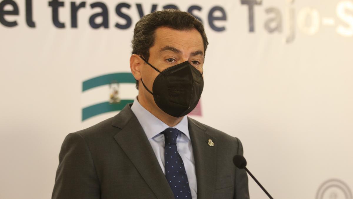 Juanma Moreno, este lunes, en Almería.