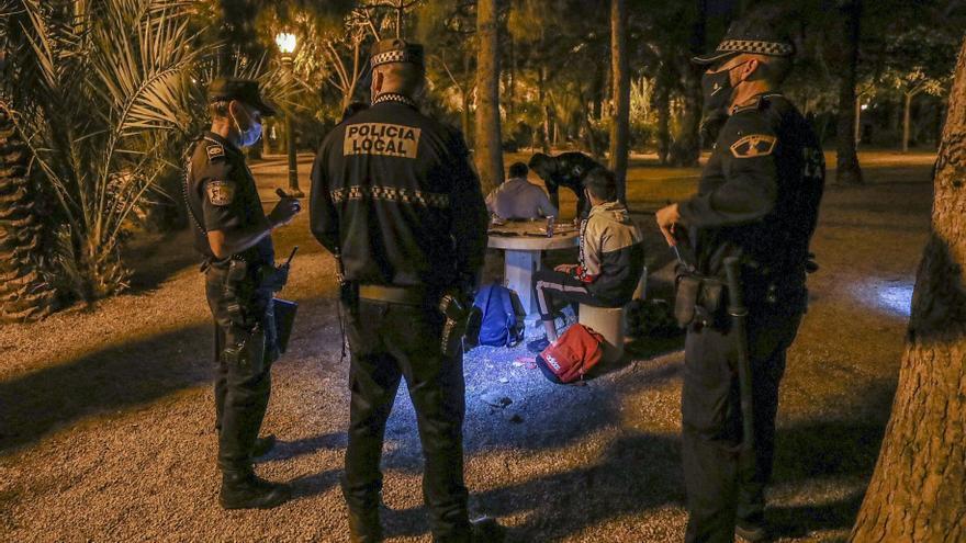 La Policía Local de Elche levanta 21 actas en el dispositivo contra el botellón