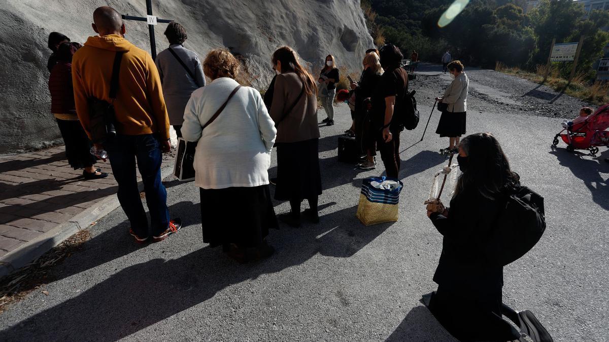 Con motivo de la suspensión de la estación de penitencia, la Ermita del Monte Calvario permanece abierta este Viernes Santo de manera ininterrumpida desde las 10h hasta las 20h.