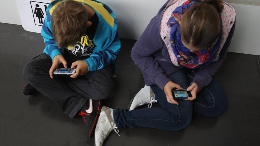 Uno de cada dos centros que imparten ESO permite el móvil con fines educativos