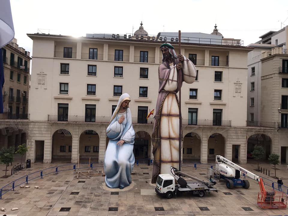 """Los """"ninots"""" más grandes del mundo forman un Belén en Alicante"""