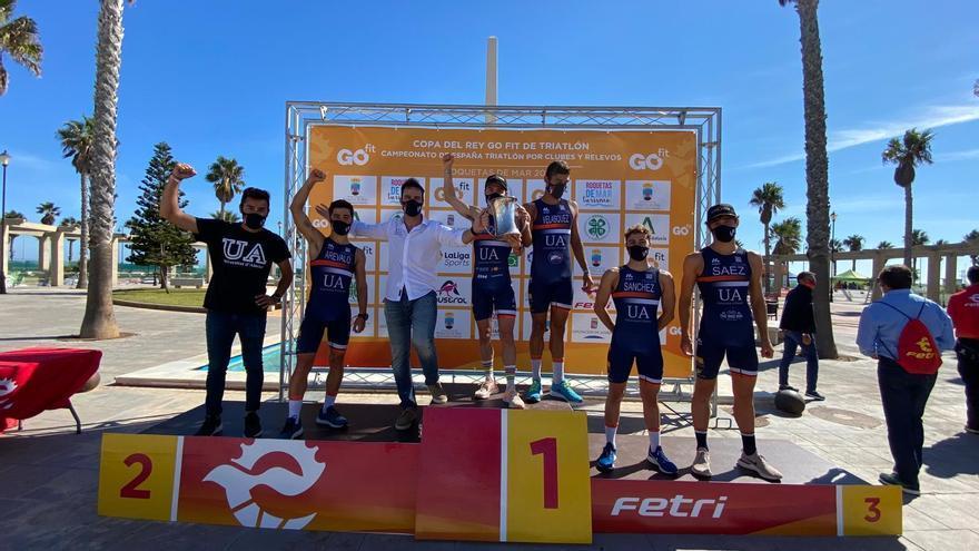 La Universidad de Alicante coquista la Copa del Rey de triatlón