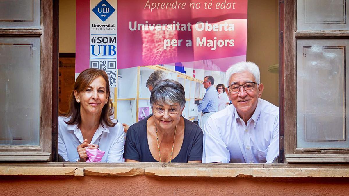 Los alumnos de la UOM Joana Maria Vidal, Maria Rosa Adrover y Virgilio Medina.   UIB