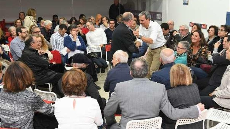 José Manuel García inicia la recogida de avales en un acto en la sede de Zalaeta