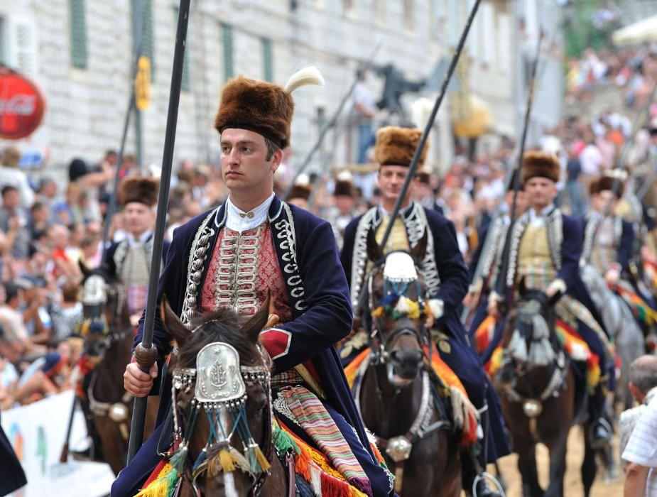 Croacia - El Sinjska Alka, torneo de caballerIa que se celebra desde el siglo XVIII en la ciudad de Sinj.