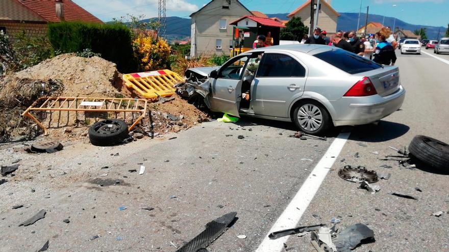 Tres heridos tras un accidente frontal en Redondela