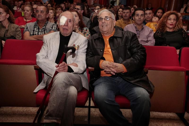 La Asociación de Reinas del Carnaval de Santa Cruz de Tenerife rinden homenaje a los diseñadores Luis Dávila y Miguel Ángel Castilla, creadores decanos de la fiesta de la máscara.    22/11/2019   Fotógrafo: María Pisaca Gámez