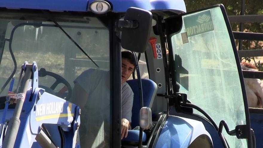 Jesulín de Ubrique reaparece convertido en agricultor tras las polémicas declaraciones de la mujer de su padre