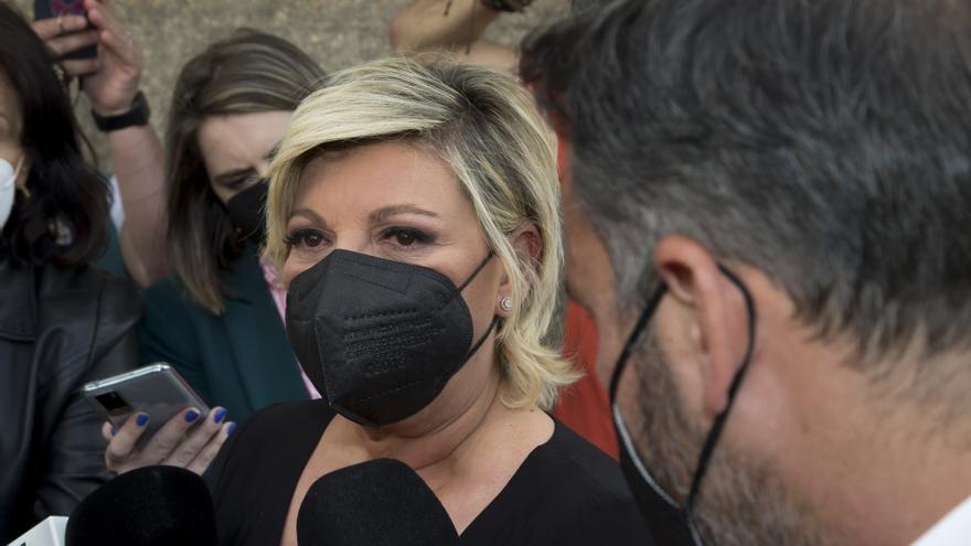 Familiares y amigos despiden a Mila Ximénez en la capilla ardiente