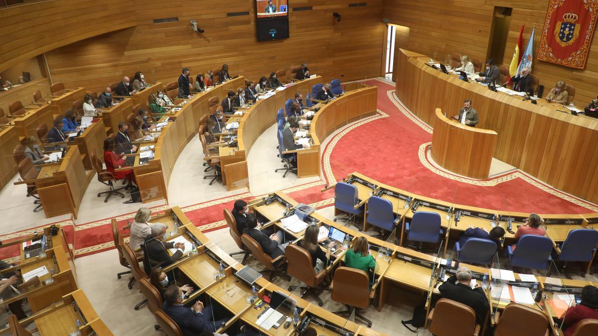 Votación de las transferencias de tráfico en el pleno del Parlamento de Galicia.