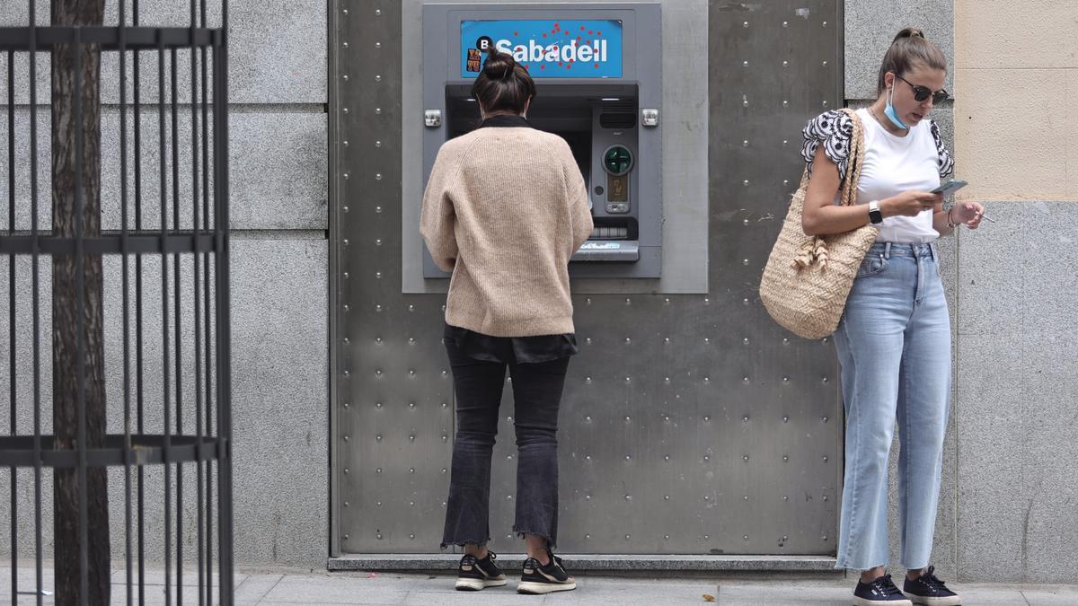 El ERE del Sabadell afectará a 13.346 trabajadores.