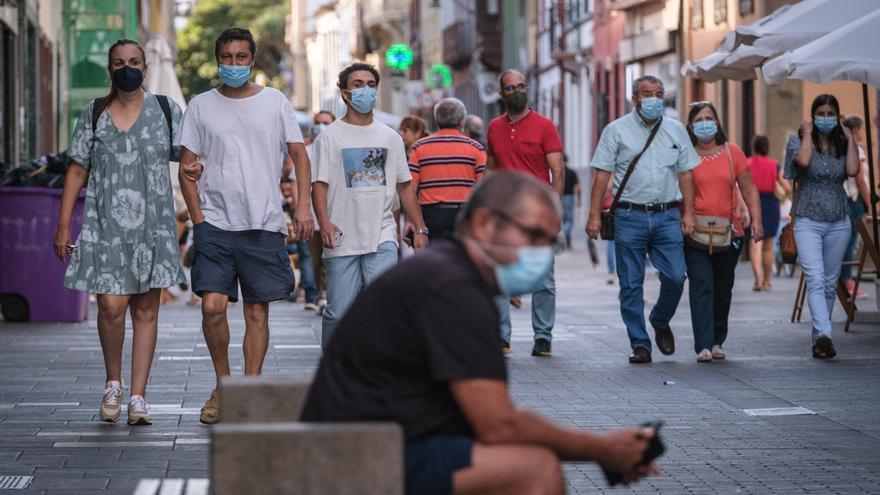 Los contagios por Covid caen este domingo a 66 en Canarias