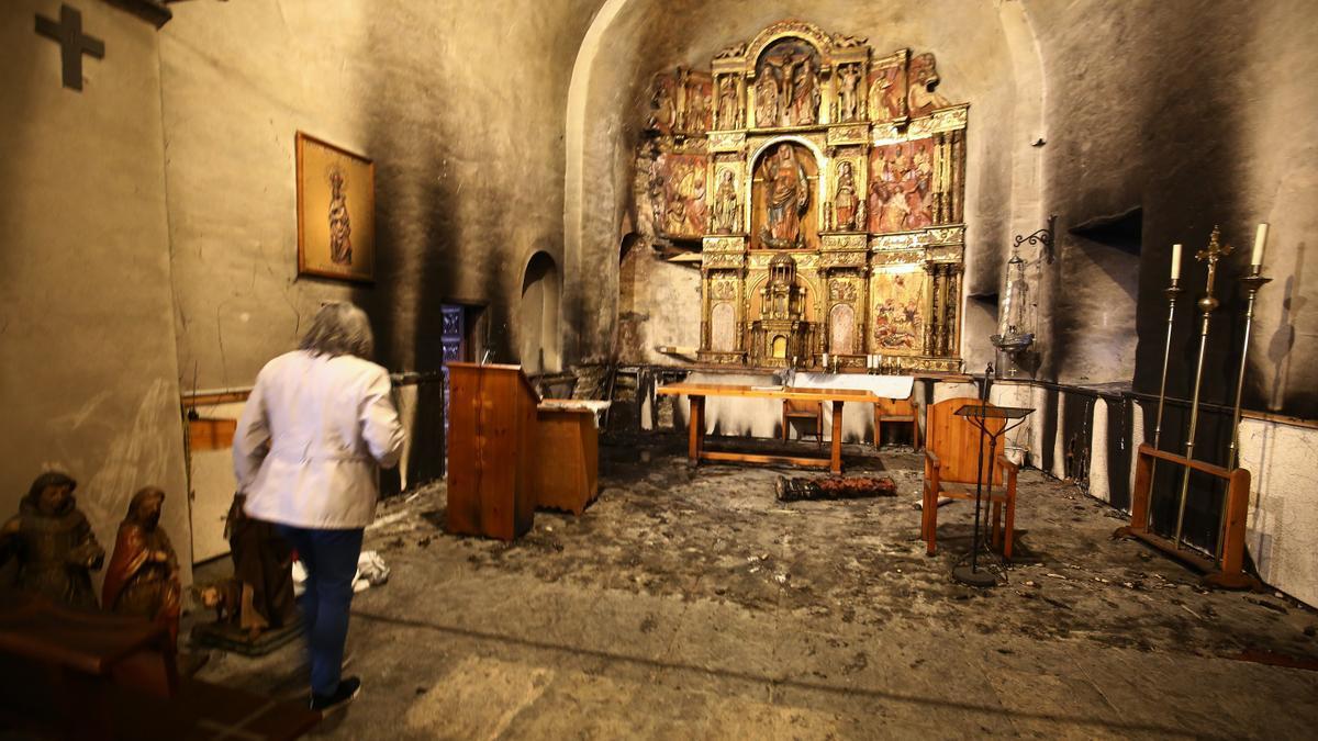 Estado en el que quedó el retablo tras el incendio.