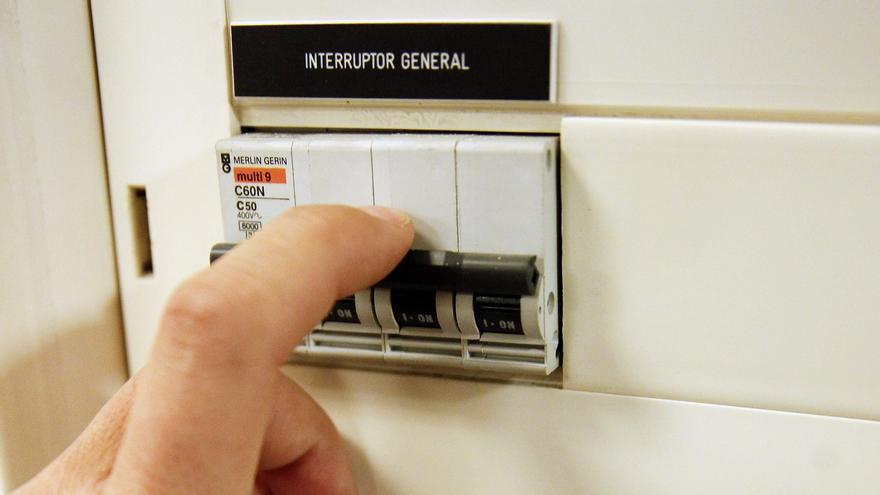 El govern espanyol aprovarà dijous rebaixar l'IVA de la llum del 21 al 10%