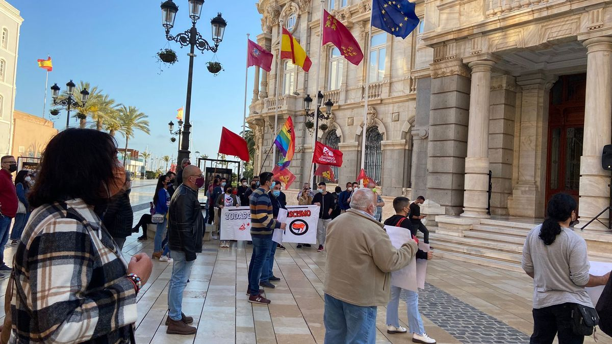 Manifestación contra el ataque a la sede de Podemos en Cartagena.