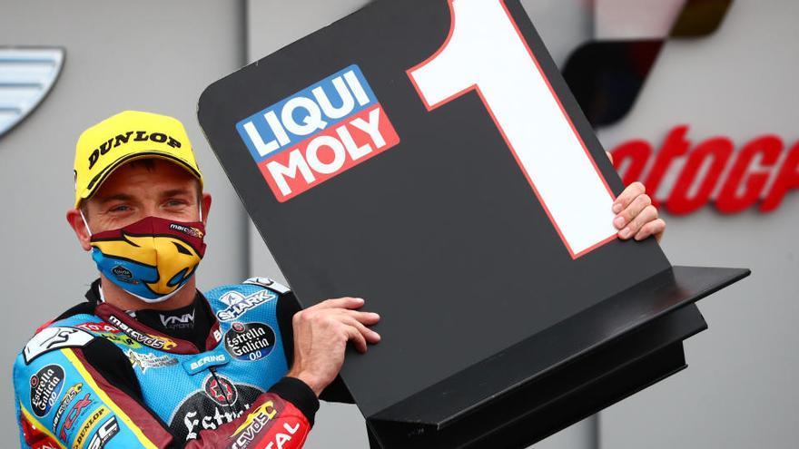 Sam Lowes domina con puño de hierro en Teruel