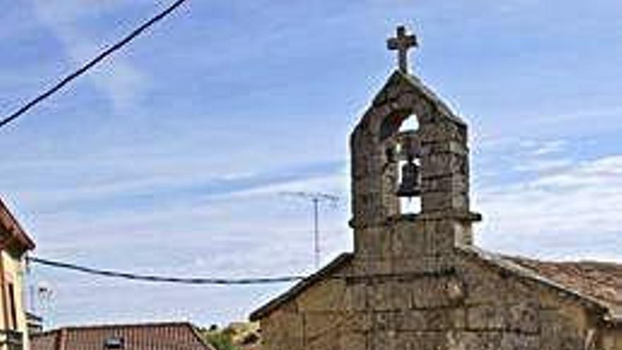 Pablo Cisneros, de Grisuela, el único párroco que queda en su tierra