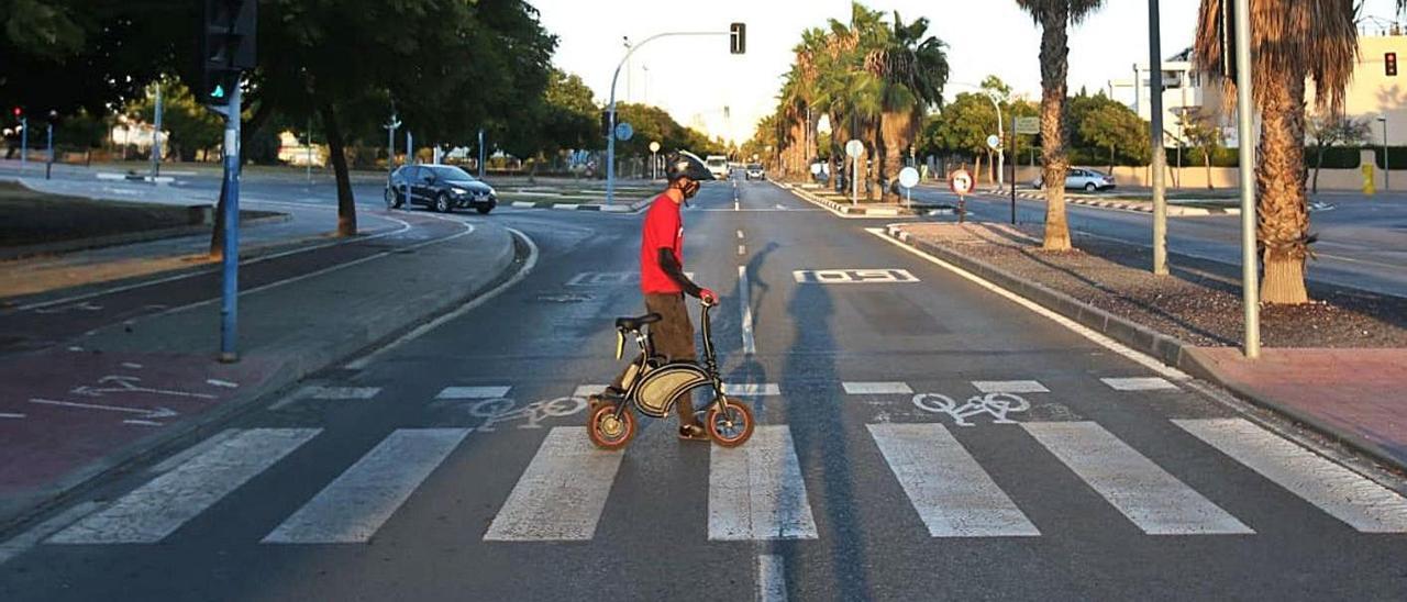 Los patinetes no pueden circular por las calles con dos carriles o más por sentido de Alicante.