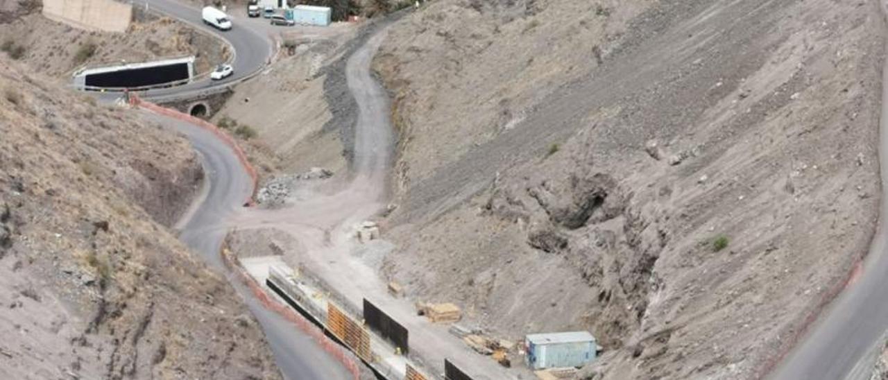 Obras de la carretera en las cercanías de la localidad de El Risco.    