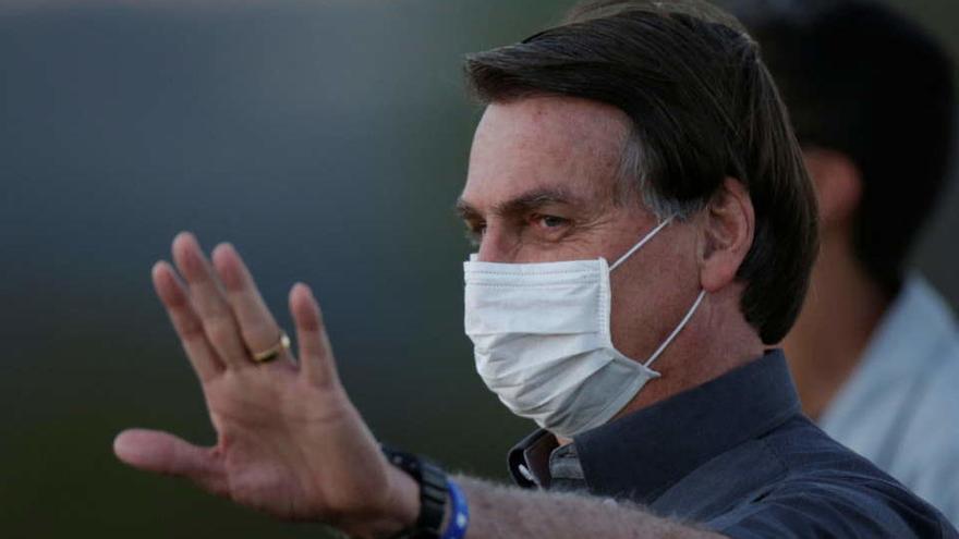 """Bolsonaro espera un nuevo test de Covid-19 para """"volver a la normalidad"""""""