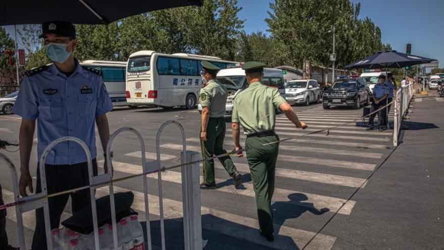 China informa de 49 nuevos casos tras el brote de Pekín
