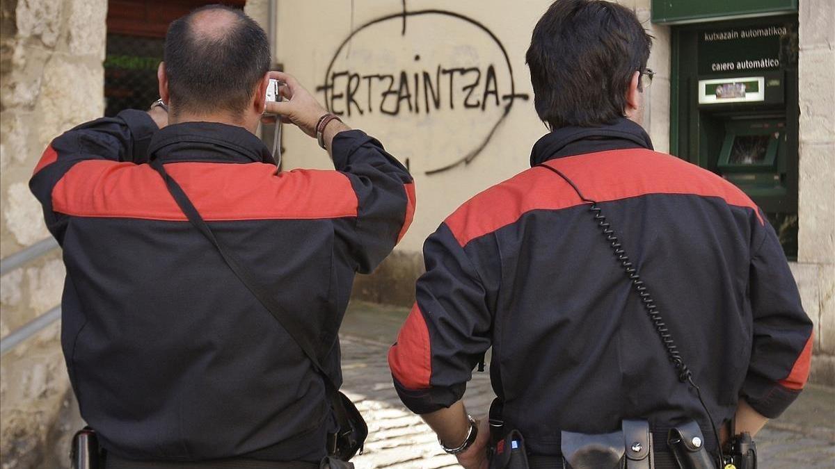Tras el ataque de Cornellà, los ertzainas piden al Gobierno Vasco que les deje portar armas fuera de servicio