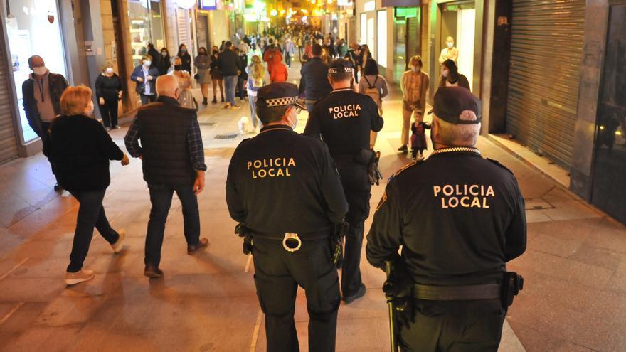 La Policía Local de Elche detiene a dos personas por agredir a agentes