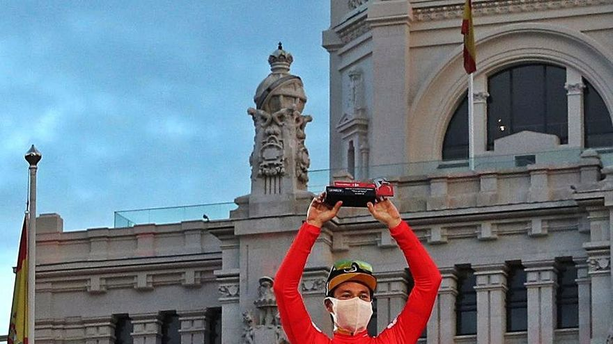 Roglic celebra en Cibeles su gran victoria