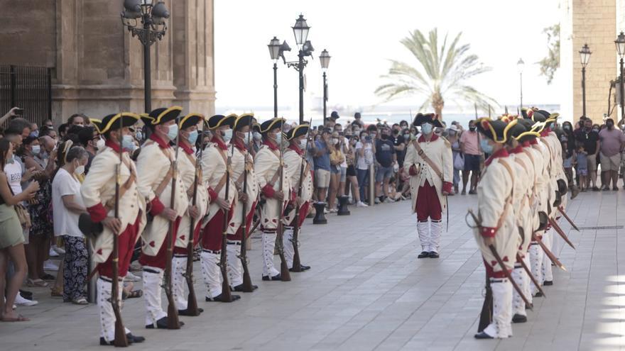 Vuelve el relevo de la Guardia de Honor del Palacio de la Almudaina