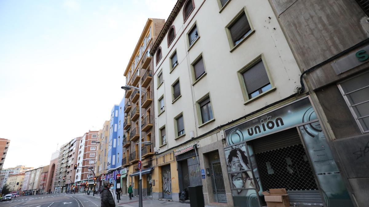 Edificio okupado de la avenida de Goya, donde se cortó la luz.