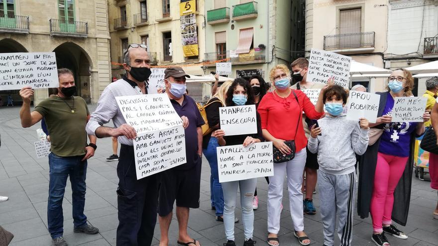 Concentració contra la inseguretat ciutadana a Manresa