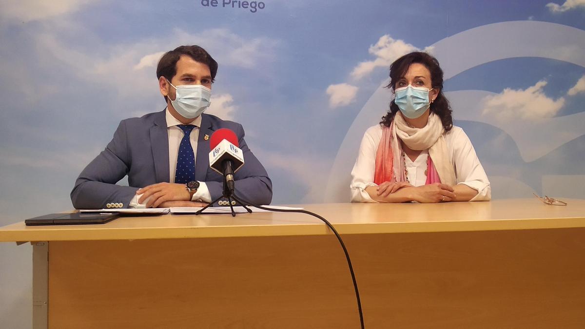 Fernando Priego y María Luisa Ceballos, durante la rueda de prensa.