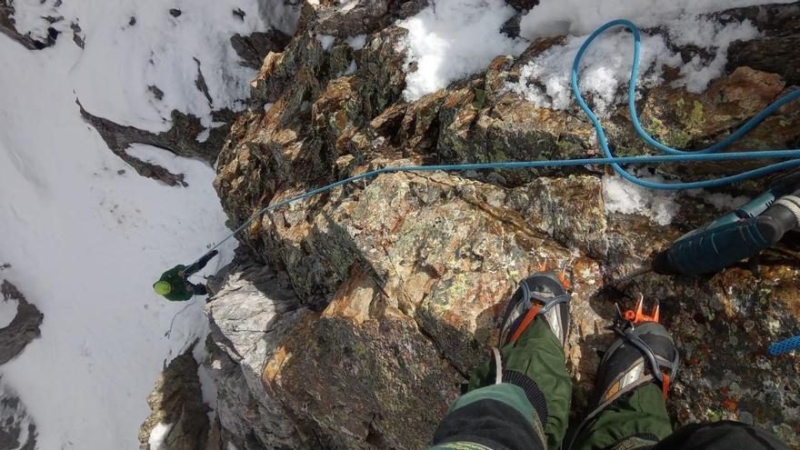 Rescatados cuatro alpinistas barceloneses heridos por un alud en el corredor de Estasen, en Benasque