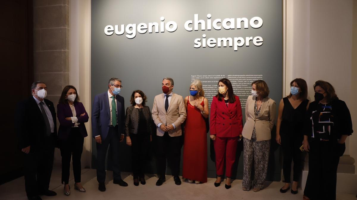 Elías Bendodo preside la inauguración de la sala Eugenio Chicano del Museo de Málaga.
