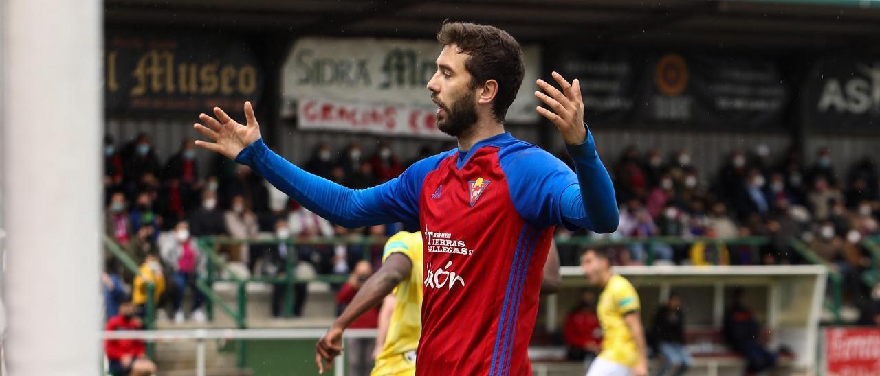 El cearista David, se lamenta tras un gol del San Martín