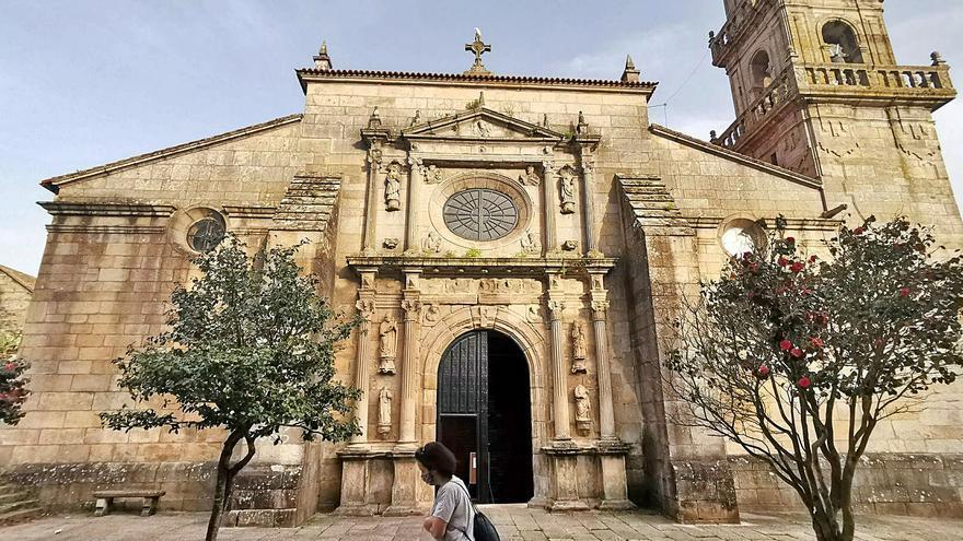 La Consellería de Cultura acomete la restauración de la portada de la excolegiata de Cangas