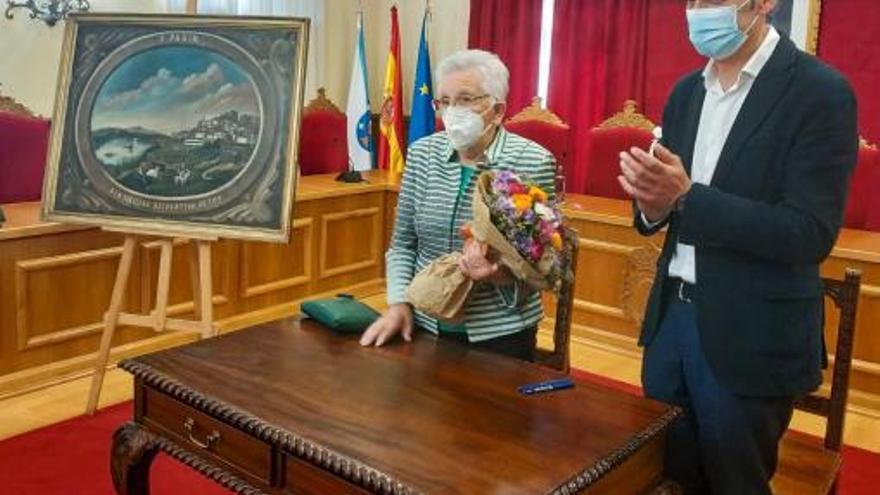 Dolores Rodal dona al Concello de Tui un cuadro de Ricardo Padín del año 1870