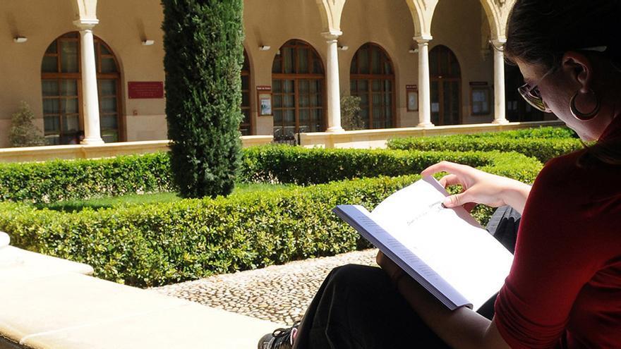 La UMU celebra el Día del Libro en compañía de Ovidio y Cervantes