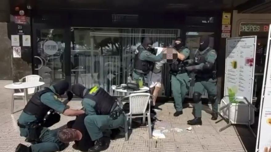 Diez segundos para detener a dos delincuentes peligrosos en Palma. Así es la secuencia completa