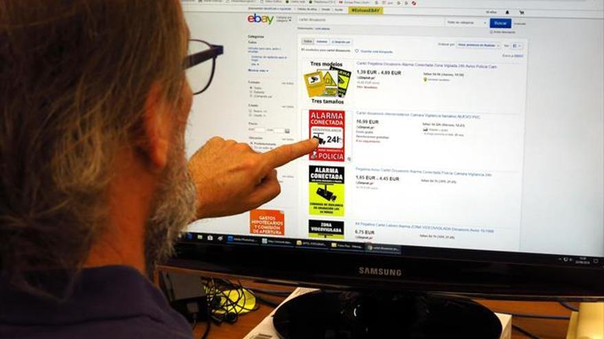 Las placas de alarma falsas están ganando mercado en internet